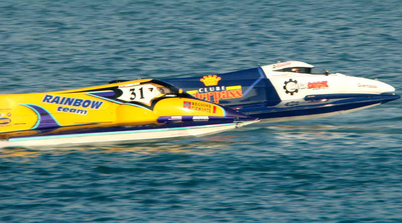 F1 Powerboat- neck'n'neck