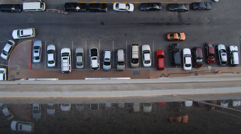 nissan-350z-looking-4-a-parkingslot-abu-dhabi